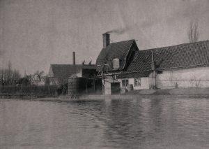 Le premier site de la distillerie de Houlle vers 1910